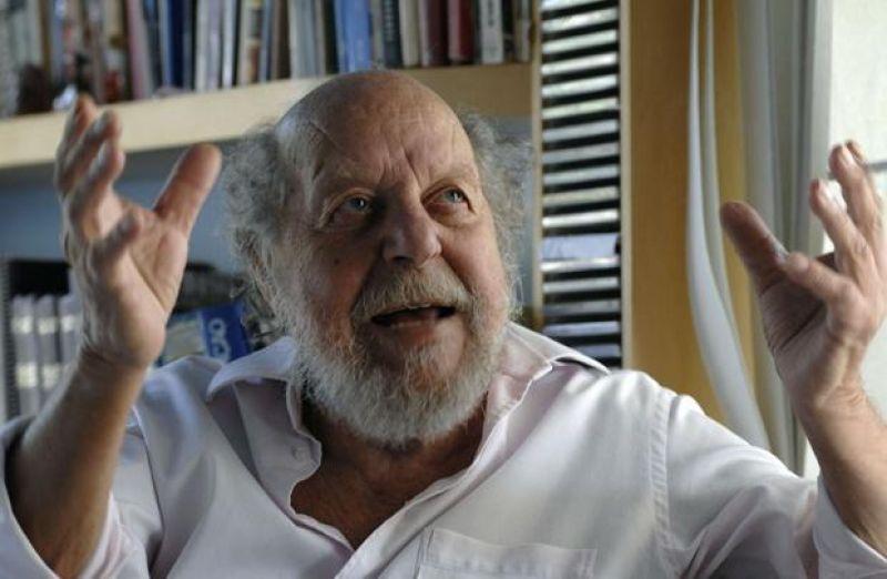 14/08/2009. Crédito: José Varella/CB/D.A. Press. Brasil. Brasília - DF. O jornalista, poeta e artista plástico Reynaldo Jardim, 82 anos, durante entrevista exclusiva sobre seu novo livro Sangradas Escrituras.