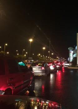 Com medo de novos reajustes da gasolina, consumidores lotam postos