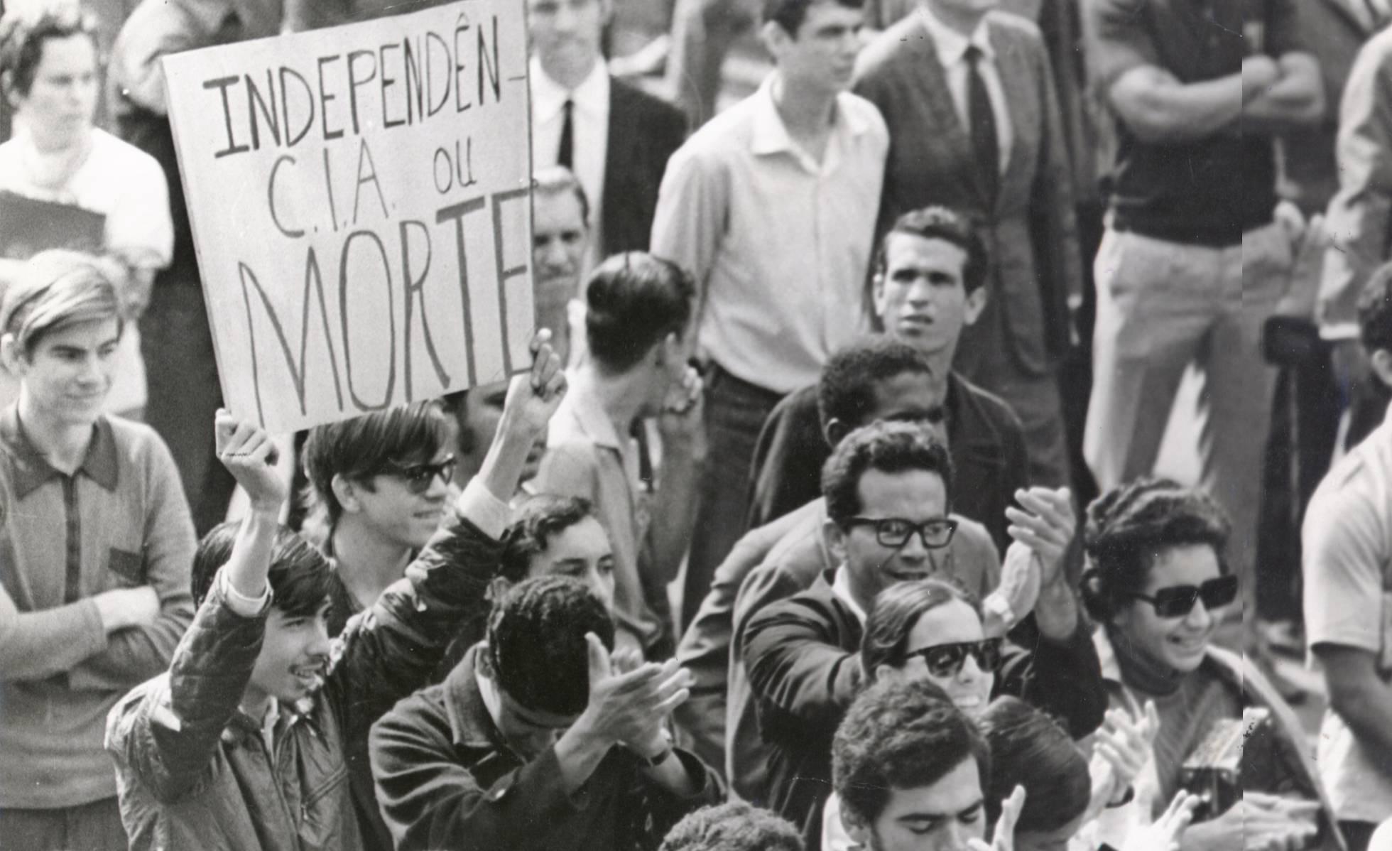 Foto: Manifestação no Rio de Janeiro em junho de 1968. Arquivo Nacional/Correio da Manhã (brasil.elpais.com).