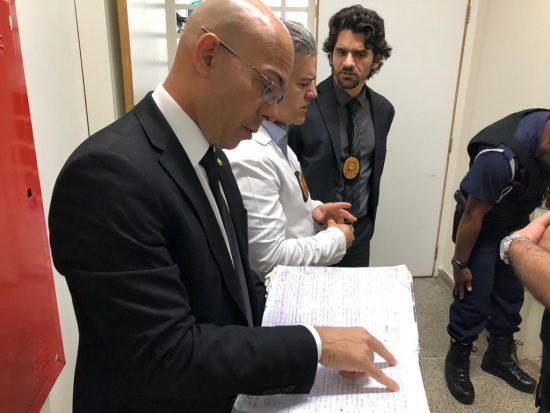 Operação no HRT encontra um caderno de anotações com nomes e situação clínica