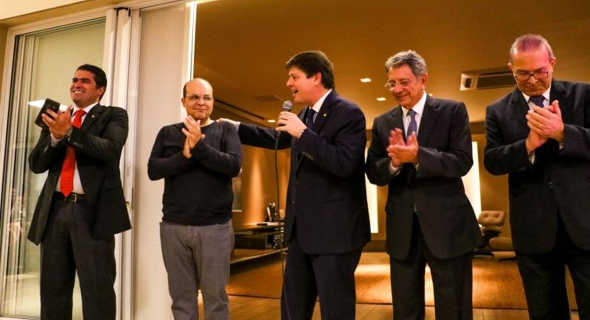 Governador Ibaneis Rocha com o presidente do MDB, deputado federal Baleia Rossi.