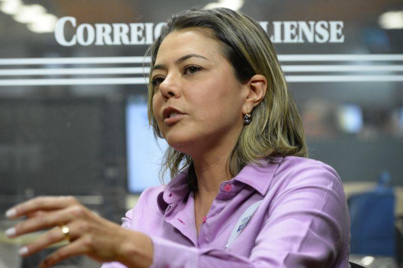 senadora Leila BArros