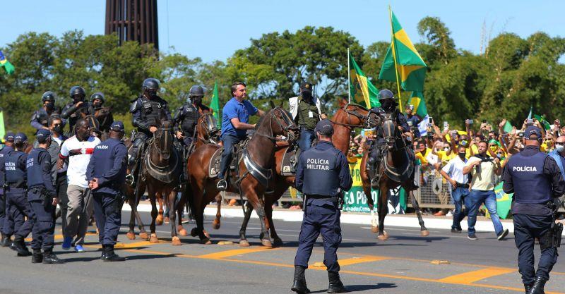 Bolsonaro em cavalo da PMDF