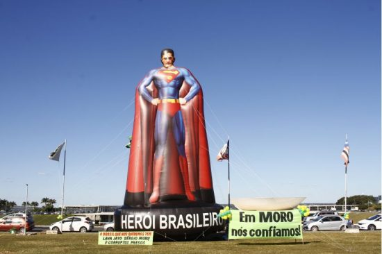 Boneco inflável do juiz Sergio Moro na Esplanada