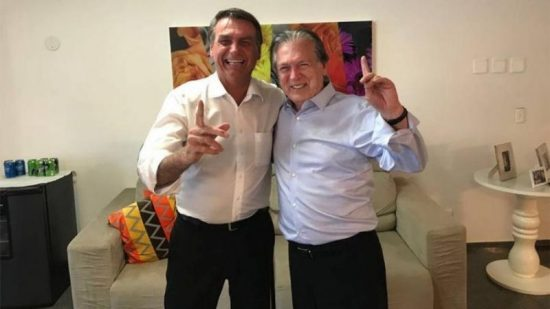 DPVAT O presidente Jair Bolsonaro com o presidente do PSL, Luciano Bivar.