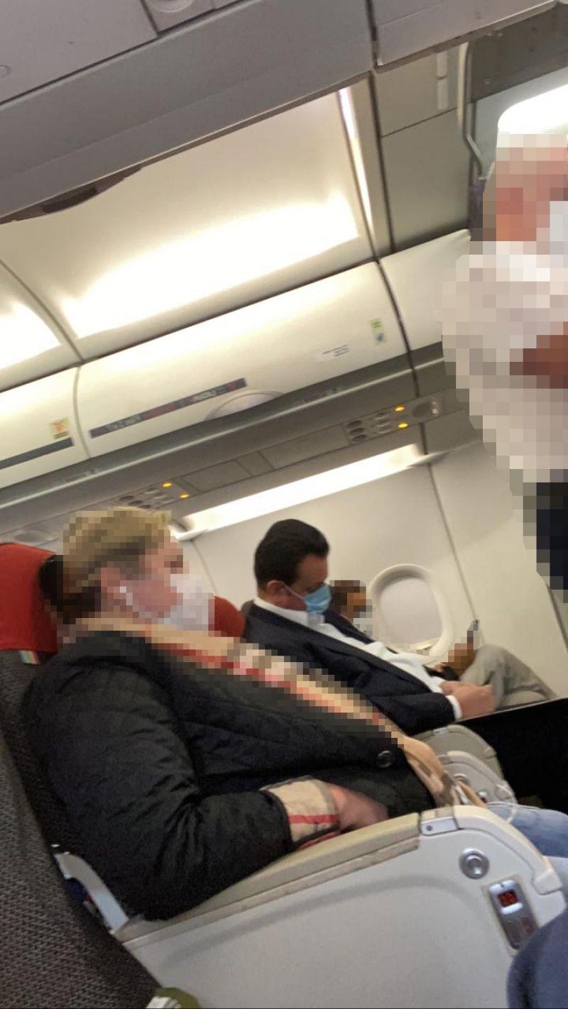 Gilberto Kassab ,dorme durante voo