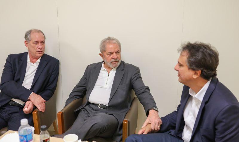 Ex-presidente Lula recebe vista de Ciro Gomes e do governador do Ceará, Camilo Santana (PT-CE), no hospital Sírio-Libanês,