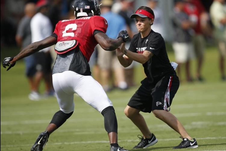 Katie-Sowers-NFL-Atlanta-Falcons