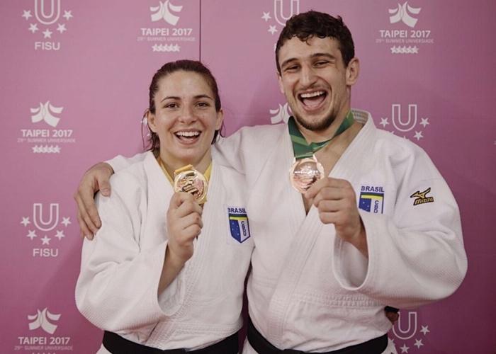 Bárbara Timo ganhou o ouro na categoria até 70 kg e bronze para Vinícius Panini o bronze na categoria até 81 kg   Felipe Herrmann/CBDU