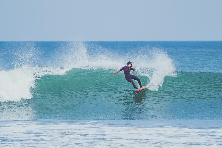 Marina-Werneck-surfe-feminino