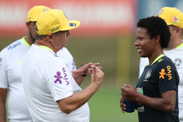 Formiga volta a jogar pela Seleção Brasileira visando Copa América do Chile