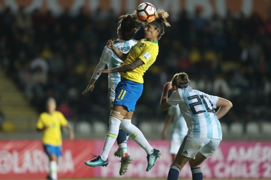 Cristiane é arma forte do Brasil no jogo aéreo em Copa América de futebol feminino