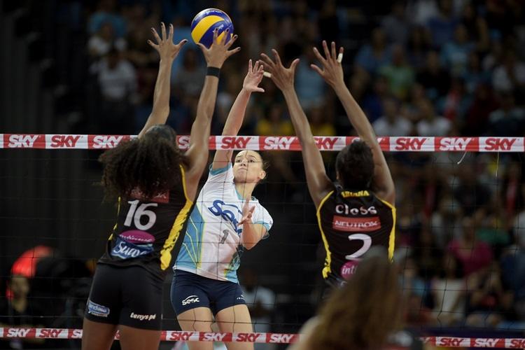 Gabi foi uma das atletas do Rio que teve de se recuperar de lesão / Foto: Alexandre Loureiro/Inovafoto/CBV