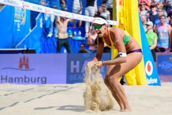 Duda-jogadora-vôlei de praia