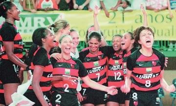 Título da Superliga 2000/2001: Flamengo se torna tricampeão no vôlei brasileiro