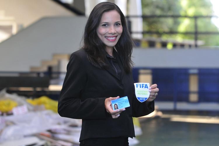 árbitra-FIFA-DF-Leila Cruz