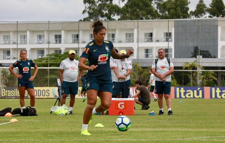 Atacante Cristiane sofreu lesão e foi cortada da Seleção Brasileira de futebol feminino que vai disputar o Torneio She Believes, nos Estados Unidos