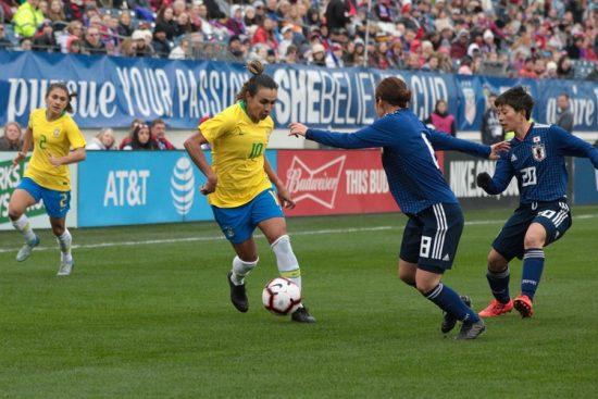 Marta jogando pela Seleção Brasileira feminina que disputa os dois últimos amistosos antes da Copa do Mundo da França