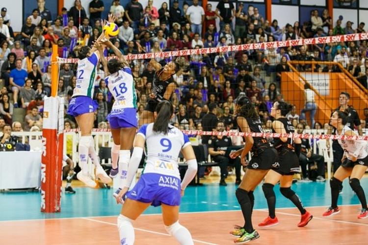 Sesc Rio e Bauru fazem duelo decisivo pelas quartas de final da Superliga feminina 2018/2019
