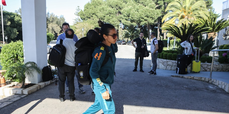 Marta sofre lesão em treino da Seleção Brasileira em Portugal a duas semanas da Copa do Mundo