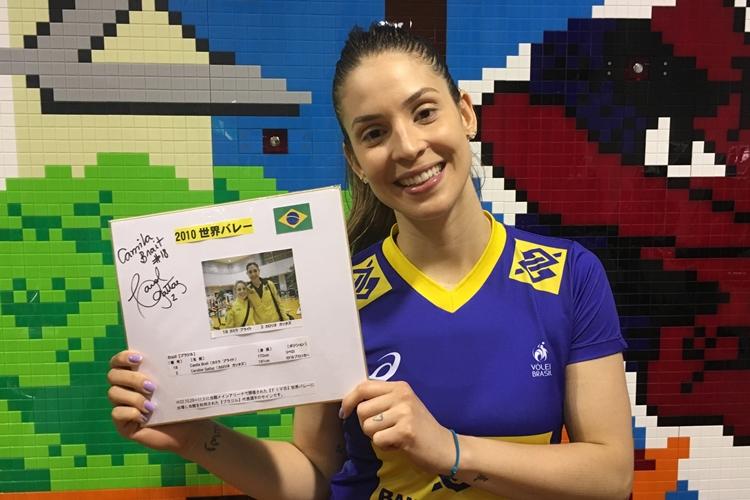 Camila Brait é uma das veteranas do vôlei que voltaram a vestir a camisa da Seleção Brasileira após anunciarem aposentadoria