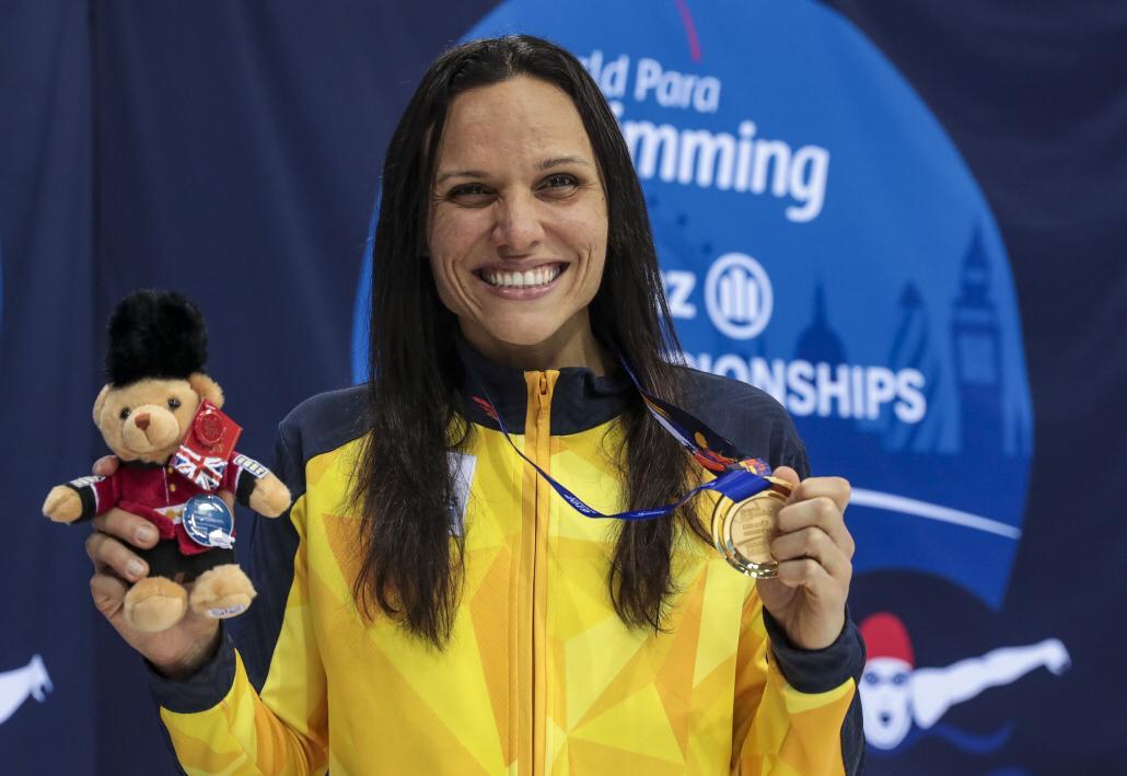 Estreante, a brasileira Maria Carolina Santiago é campeã mundial de natação paralímpica