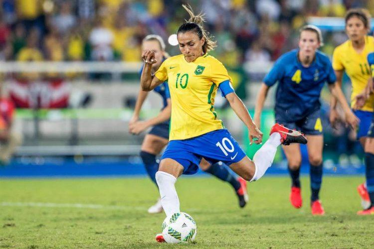 Marta vira a maior artilheira da história da Copa do Mundo, com gol de pênalti contra a Itália, no Mundial de 2019, na França