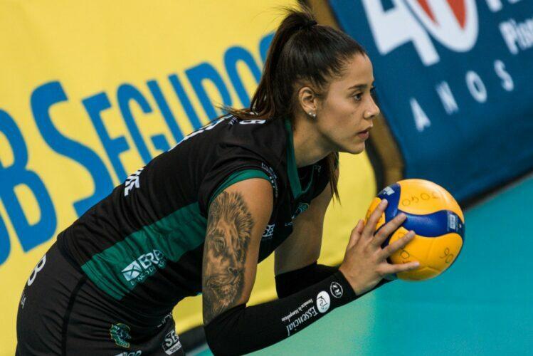 A oposta Ariane Helena, do Brasília Vôlei, lidera as estatísticas de maior pontuadora geral da Superliga Feminina 2020/2021