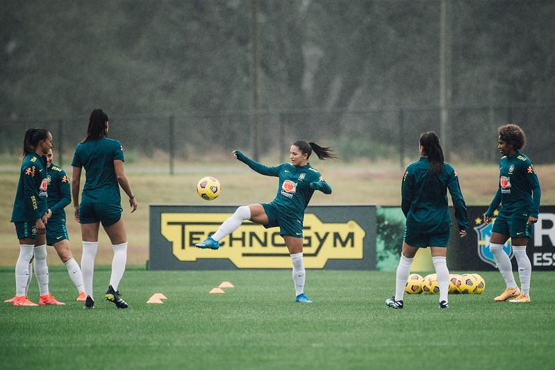 Atacante que atua nos Estados Unidos, Debinha é destaque da Seleção Brasileira feminina de futebol