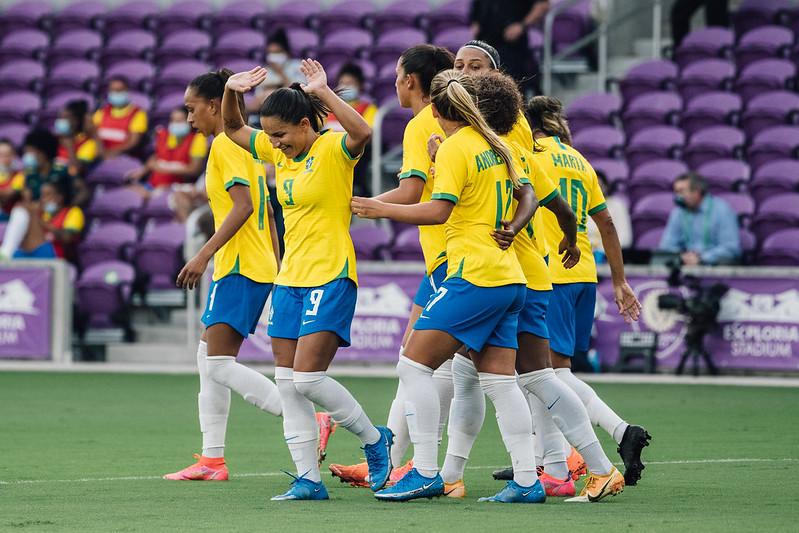 Debinha é a artilheira da Seleção Brasileira sob comando da sueca Pia Sundhage
