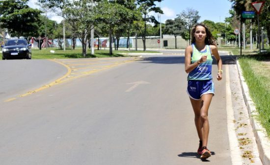 Gabriela Muniz é promessa da marcha atlética para representar Brasília e o Brasil nas Olimpíadas e Mundiais de Atletismo