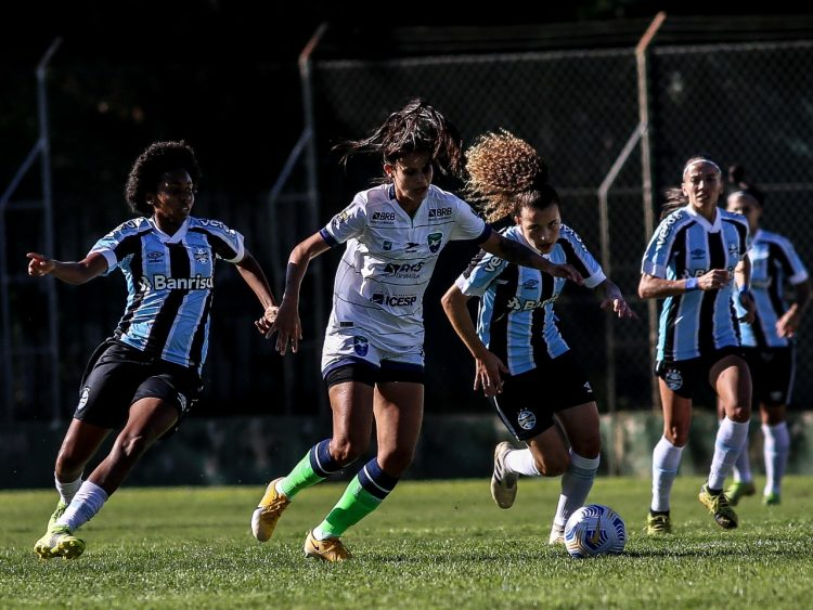 Grêmio vence Minas Brasília por 2 x 0 no Brasileirão feminino 2021