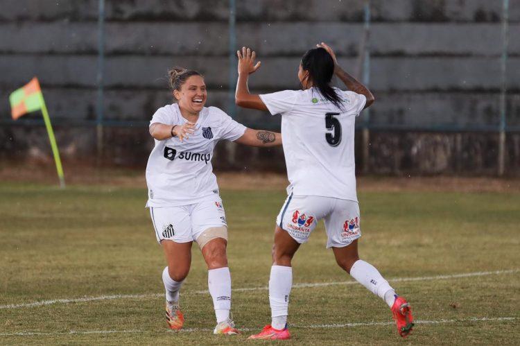 Após retornar de lesão, Karen marca duas vezes no empate do Santos com o Minas Brasília em 2 x 2