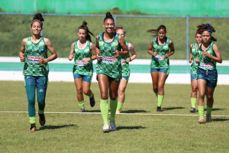 A atacante Nenê (ao centro) é o principal reforço ofensivo do Minas Brasília para o Brasileiro A1 feminino 2021
