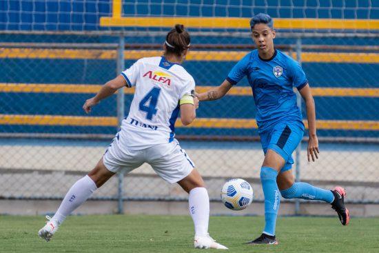 Estreante, Real Brasília figura na frente de times tradicionais do futebol feminino, como o Avaí/Kindermann. No duelo entre os dois, a equipe candanga venceu por 1 x 0