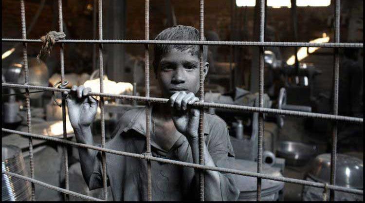As crianças são as maiores vítimas do trabalho escravo. Aquele em que não recebem nada ou quase nada em troca da força de trabalho, vivem em péssimas condições e não recebem educação e cuidados com a saúde, previstos nas leis brasileiras.