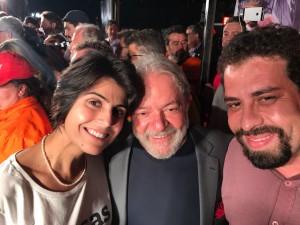 Candidatos à presidência, Manuela D'Ávila (PCdoB), Lula (PT) e Guilherme Boulos (PSOL) reuniram-se no ato pela democracia, no encerramento da caravana no sul do país. Para o ex-presidente, a imprensa foi conivente e responsável pelo ódio no Brasil.