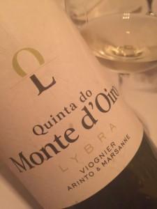 16/07/2016. Crédito: Quinta do Monte d`Oiro/Divulgação. Vinho branco Arinto & Marsane da vinícola Quinta do Monte d`Oiro.