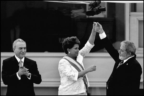Dilma Rousseff, recebeu a faixa presidencial do ex-presidente Luiz Inácio Lula da Silva, em cerimônia no Palácio do Planalto. Brasília 01/01/2011 - Foto Orlando Brito