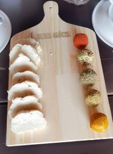 Créditos: Denise Margis/Divulgação. bolinhos de ricota do restaurante Serra Gaúcha.
