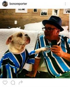 foto do cão Bono de camiseta do Grêmio