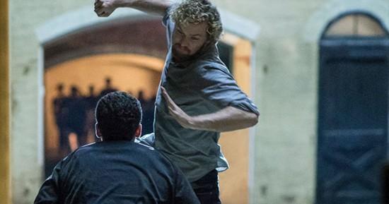 Cena de Punho de ferro, nova série da Netflix que estreia em 2017