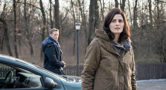 Neil Jackson como Jack Byrne e Stana Katic como Emily Byrne em Absentia