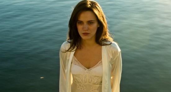 O sentimento de vingança rege o comportamento de Clara em O outro lado do paraíso