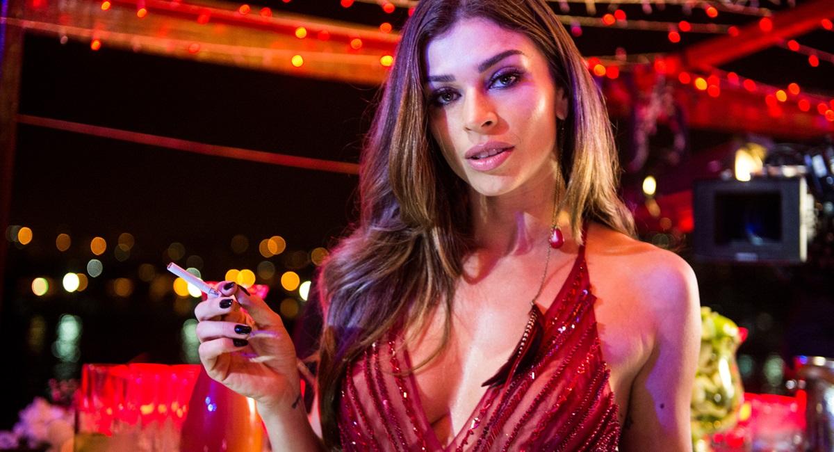 Raquel Cunha/Globo. O cigarro está de volta ao horário nobre em O outro lado do paraíso