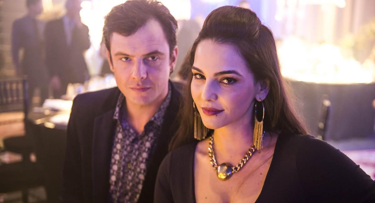 Sergio Guizé e Tainá Müller em O outro lado do paraíso
