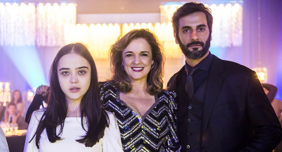 Laura (Bella Piero), Lorena (Sandra Corveloni) e Vinícius (Flavio Tolezani). Crédito: TV Globo/Divulgação