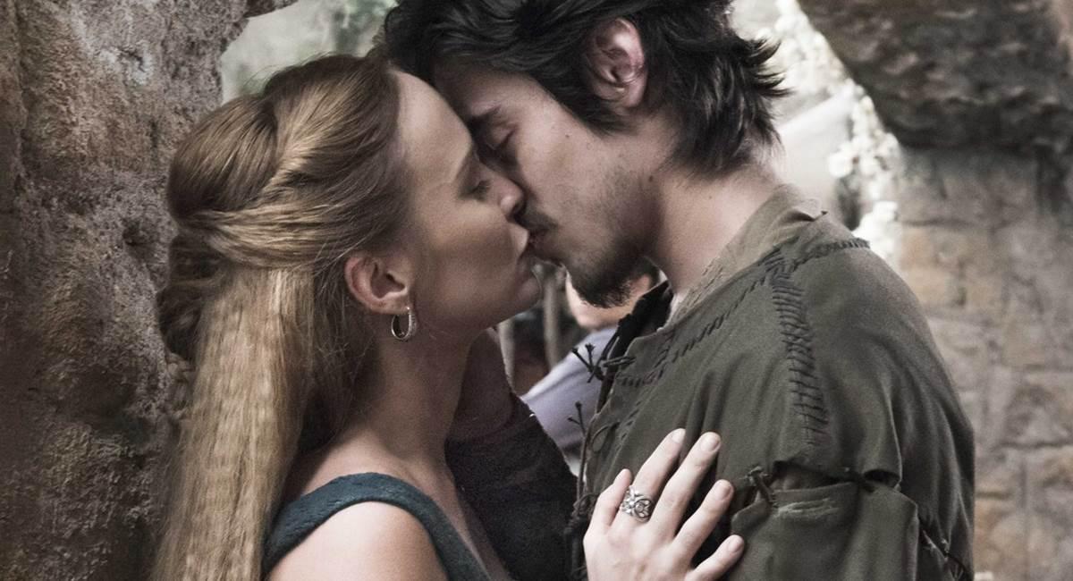 Diana e Tiago engataram um romance recentemente em Deus salve o rei
