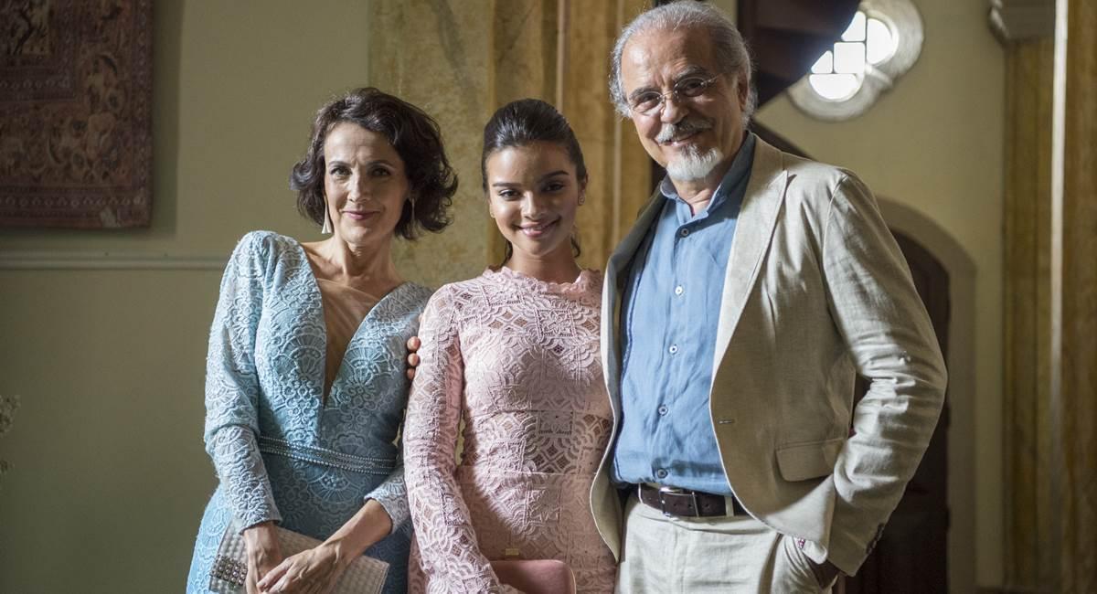 Isabel (Ana Barroso), Raul (Genézio de Barros) e Melissa (Gabriella Mustafá). Crédito: Raquel Cunha/Divulgação