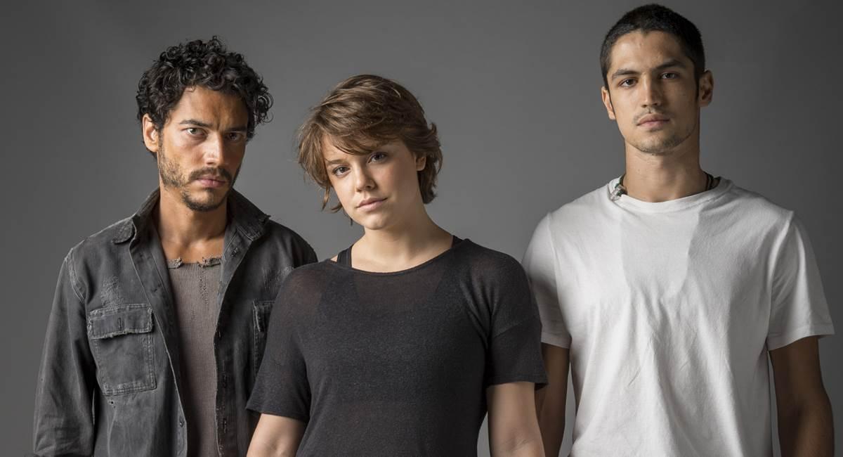 Simplício (Lee Taylor), Maria (Alice Wegmann) e Hermano (Gabriel Leon) em Onde nascem os fortes. Crédito: Estevam Avellar/Divulgação